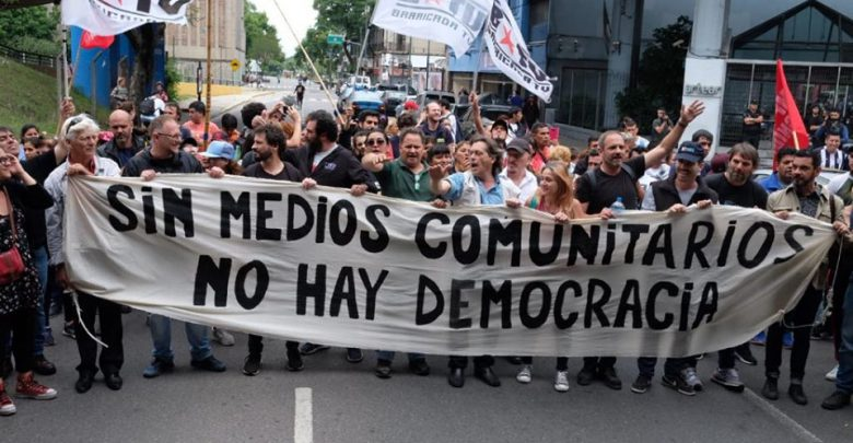Perseguidos por pedir que se cumpla la Ley: Investigan comunicadores por protesta pacífica en Canal 13.