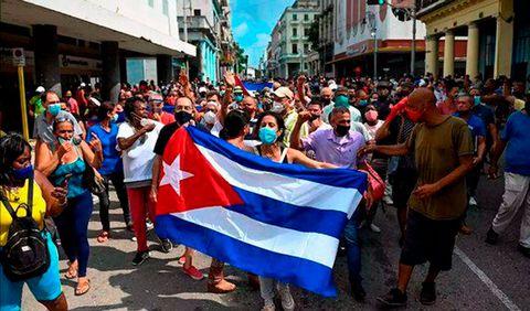 Cuba: Movilización en defensa de la soberanía frente a la embajada en Argentina.